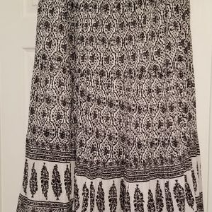 Chaps black and white print skirt